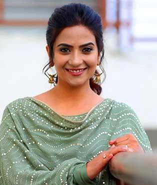 Dr Mauli Khanna Real Name Aditi Sharma Cast on Complicated Love Glow Tv